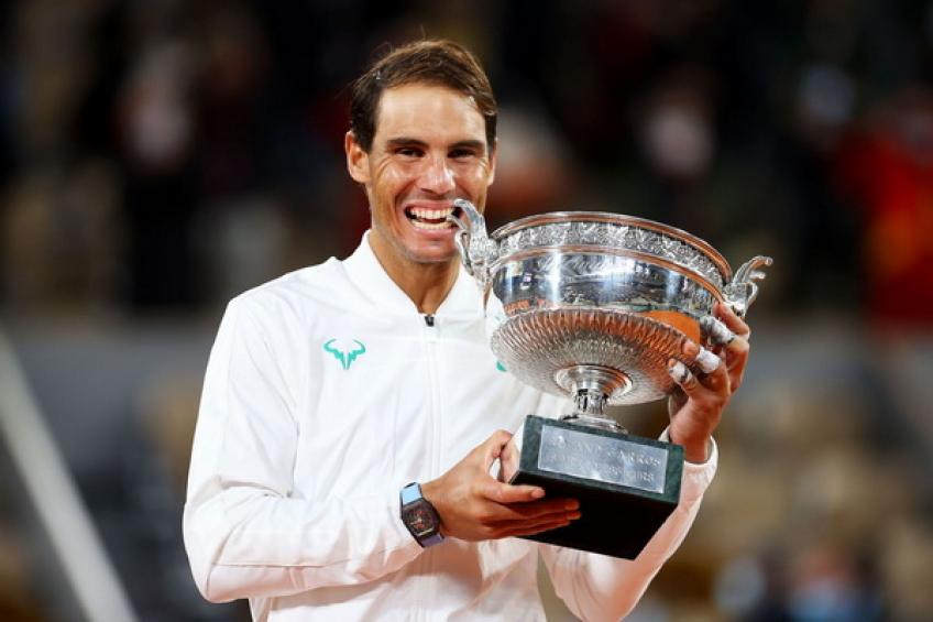 Rafael Nadal moves closer to Roger Federer's exclusive Major record