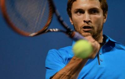 Tennis - Gilles Simon wins second five setter in a row days after being on crutches