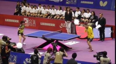 A Man without arms plays ping pong in an amazing way