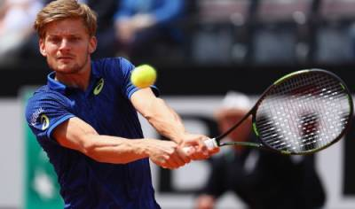 Goffin hits an amazing passing shot
