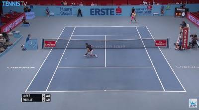 Pouille hits an amazing passing shot