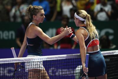 WTA FINALS - Inspired Cibulkova beats Halep to reach the semi-final together with Kerber