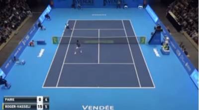 Roger Vasselin hits an amazing volley but Paire is like SuperMan