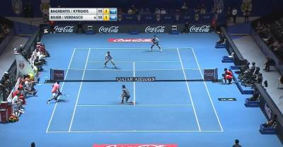 Kyrgios wins a point with an amazing touch
