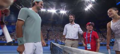Child burts into tears on-court, Federer hugs her