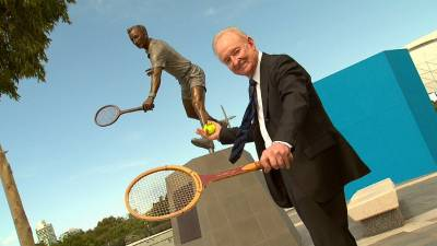 Rod Laver: 'Federer can win a Major if he is confident'