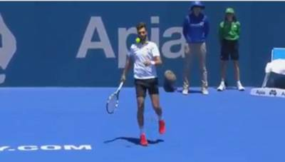 Benoit Paire shows his football skills
