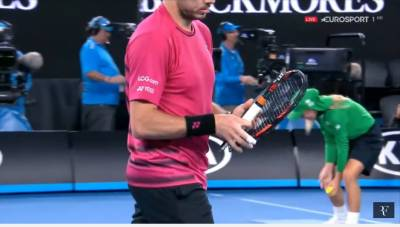 Epic racket smash by Wawrinka