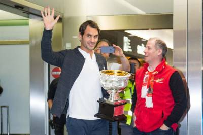 Federer comes back to Switzerland, gets welcomed by thousands of fans