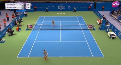 Shot of the day in Taiwan: Safarova hits a great passing shot