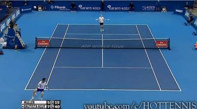 Bautista Agut hits the tweener and wins the point