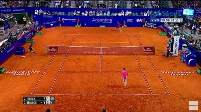 Amazing backhand passing shot by Berlocq