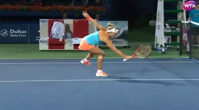Kerber makes a reflex volley using her right hand