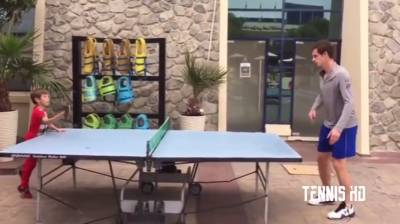 Andy Murray Plays Table Tennis with Fan - Dubai 2017 (HD)