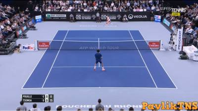 Lucas Pouille hits amazing tweener passing shot