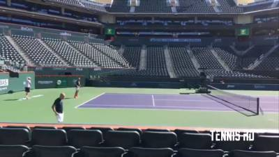 Roger Federer trains with Denis Istomin in Indian Wells (HD)