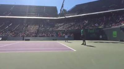 Roger Federer trains in Miami!