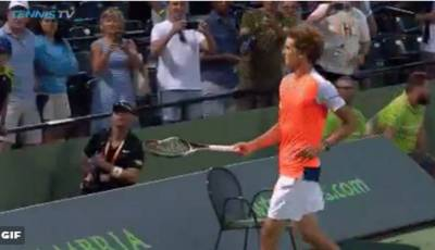 Zverev breaks a racket and gives it to a kid