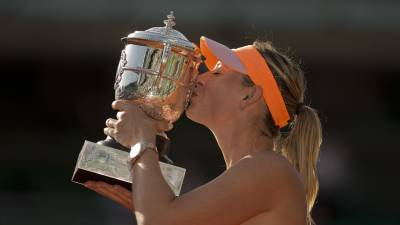 Maria Sharapova is bookies' favourite for French Open title!