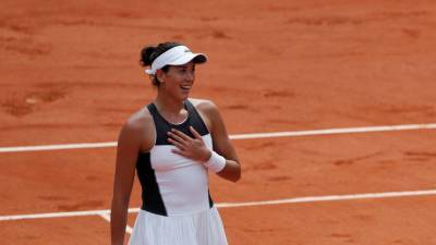 Djokovic, Muguruza start title defences at French Open