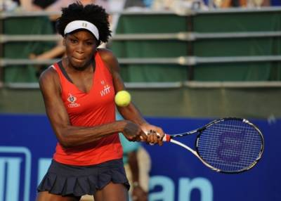 Venus Williams loses singles match but wins womens and mixed doubles