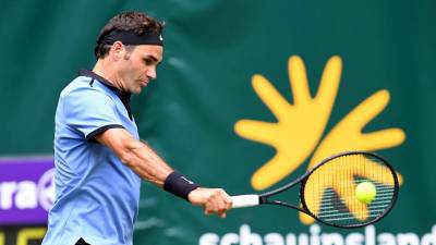 Federer advances to his 11th Halle final