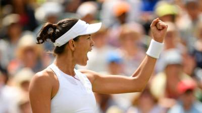 No. 1 Kerber rallies to hold off Rogers at Wimbledon