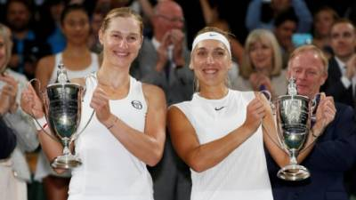 Makarova and Vesnina cruise to Wimbledon women's doubles title
