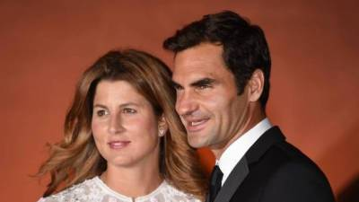 Roger Federer attends Wimbledon party, doesn't dance with Muguruza