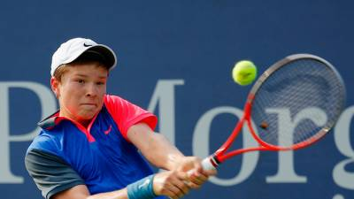 Stefan Kozlov Hits with Andre Agassi in Vegas