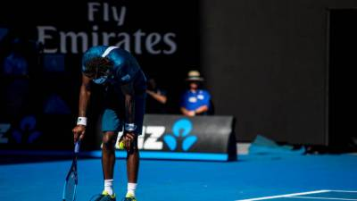 'Feet on fire' as 39 deg C heat scorches Australian Open