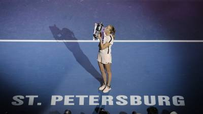 Kvitova outplays Mladenovic to lift title in St Petersburg