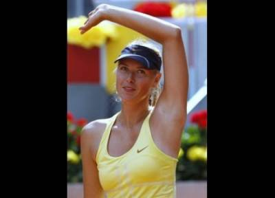 WTA Madrid - Sharapova, Azarenka advance in Madrid