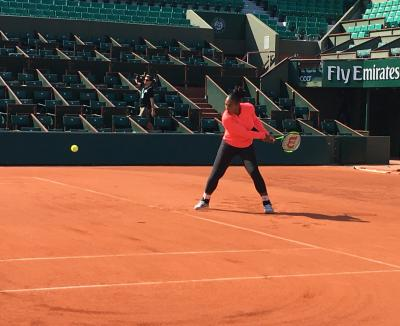 Serena Williams trains at the French Open