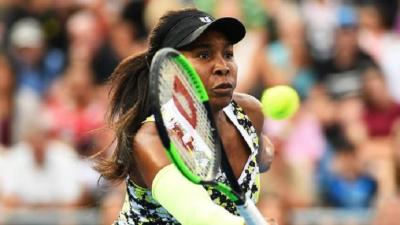 WTA Auckland: Venus Williams moves on, Wozniacki crashes out