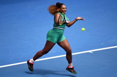 Australian Open: Serena Williams begins with thumping one-sided win