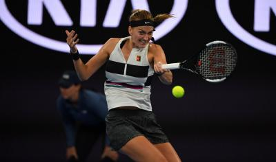 Australian Open: Petra Kvitova beats Bencic to set up Anisimova clash