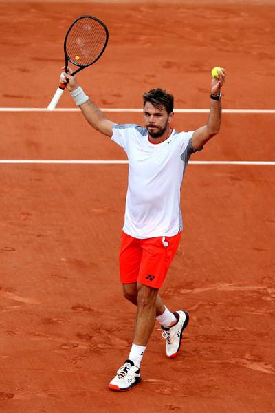Stan Wawrinka has success before playing Federer in French Open quarters