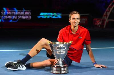 Daniil Medvedev rises to style captures country title at St. Petersburg