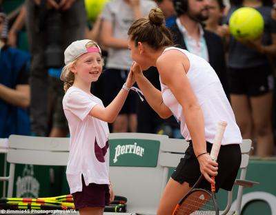 Simona Halep makes generous donation to help kids play tennis