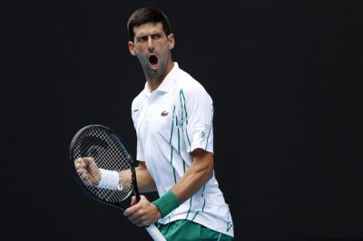 Novak Djokovic  explains how to deal with windy conditions
