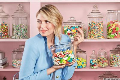 Maria Sharapova gets to action: free sweets to brighten up people's lives
