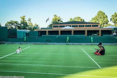 Serena Williams and daughter Olympia share a Wimbledon court - Timeback