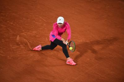2020 French Open: Simona Halep, Victoria Azarenka start off with strong wins