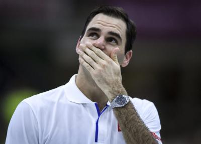 'He kept stopping and kissing the Roger Federer pictures', says photographer