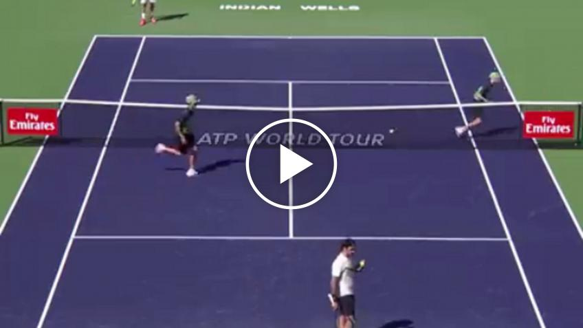 Amazing Federer backhand slice confuses ball kids in Indian Wells