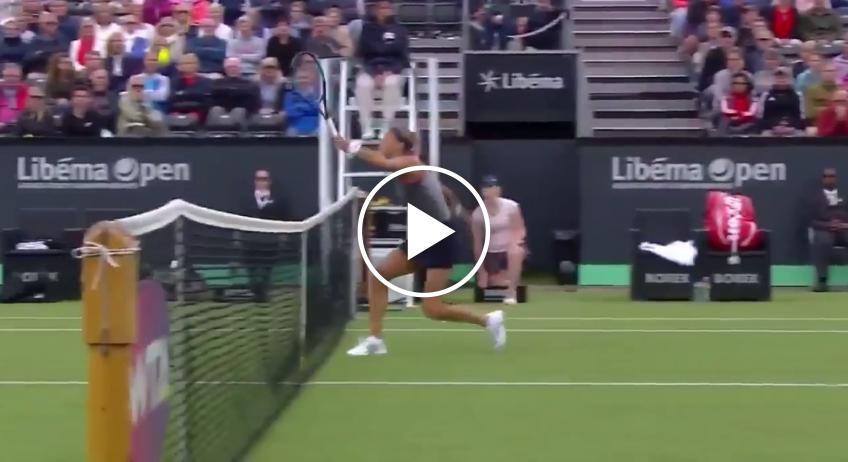 Coco Vandeweghe hits abnormal drop shot: ball bounces back on her side!