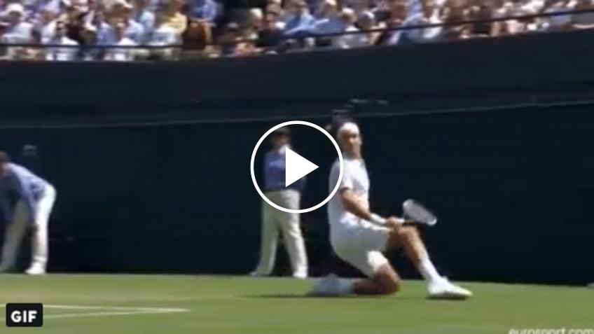 Roger Federer falls, still wins the point!