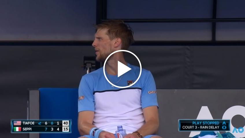 Andreas Seppi's romantic gesture in mid-match
