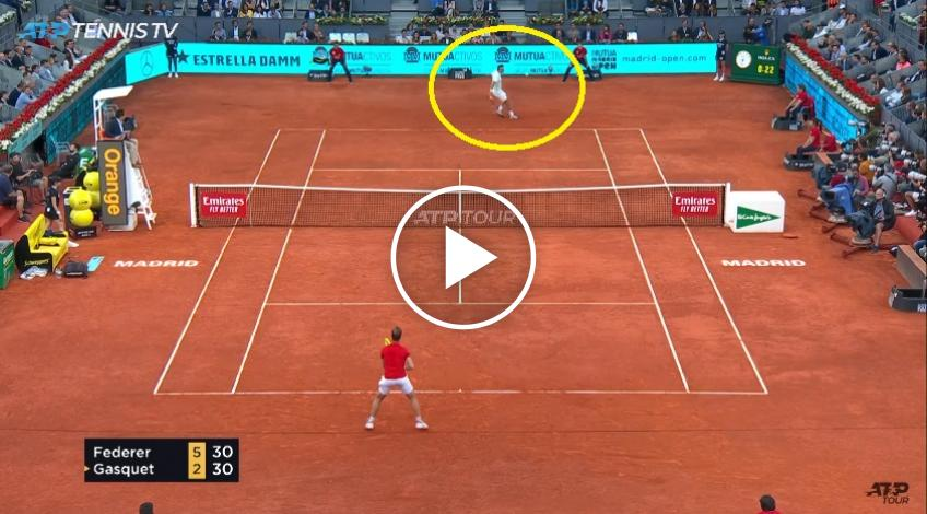 Roger Federer hits two great drop shot winners on consecutive points
